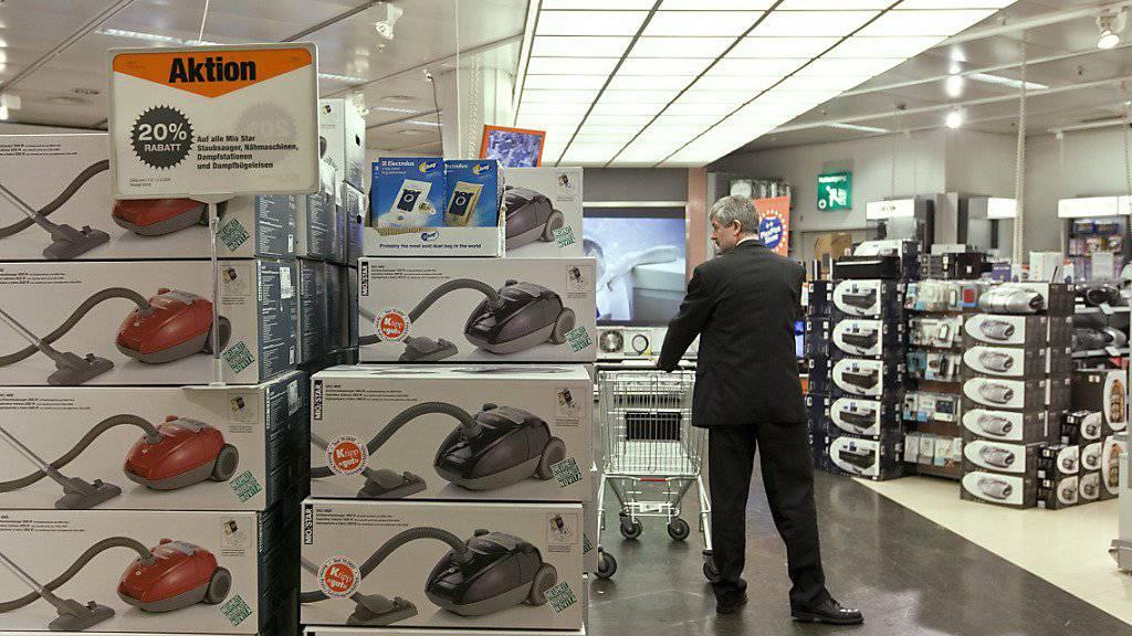 Verfälschte Energielabels: Die EU muss das Testverfahren zur Bestimmung der Energieeffizienz bei Staubsaugern nach einem Gerichtsurteil ändern. (Symbolbild)