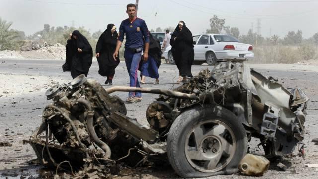 Zerstörung nach der Explosion einer Autobombe in Bagdad (Archiv)