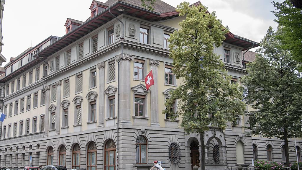 Das Stadthaus von Luzern: Wie hoch Budgetdefizite zulässig sein sollen, ist umstritten.