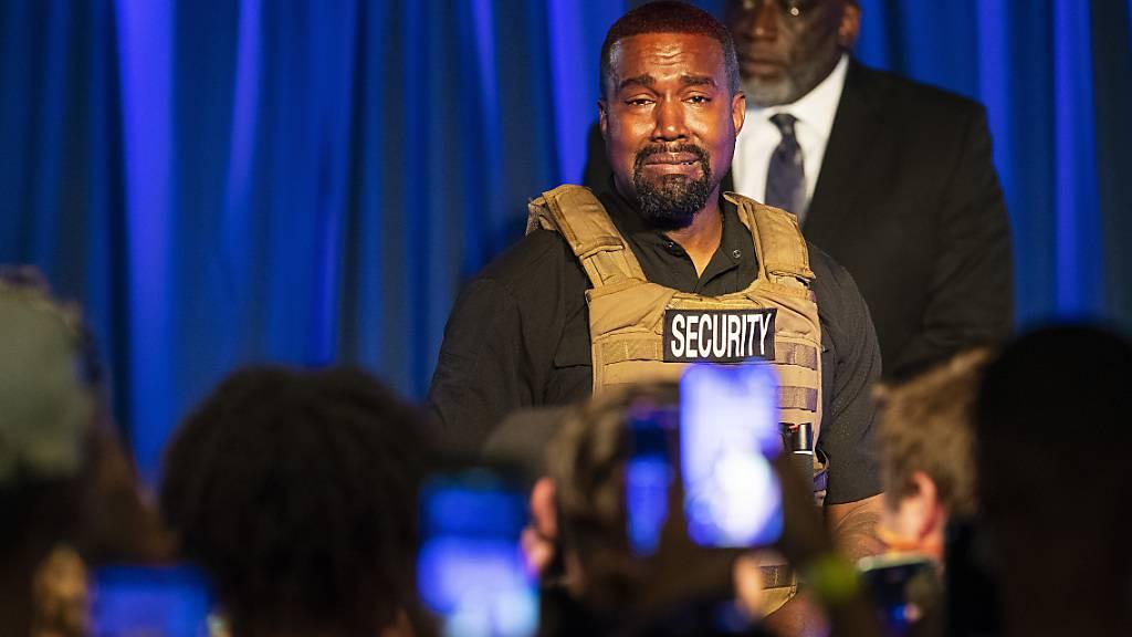 US-Rapper Kanye West tritt bei der ersten Veranstaltung seit Bekanntgabe seiner Präsidentschaftskandidatur auf. Foto: Lauren Petracca Ipetracca/The Post And Courier via AP /dpa