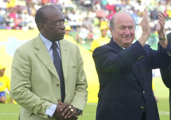 In Lateinamerika und Afrika geniesst Blatter volle Unterstützung - hier mit Funktionär Jack Warner 2001