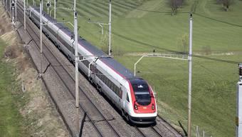 Die SBB betreibt das Fernverkehrsnetz heute allein. Nun macht ihr die BLS einzelne Strecken streitig. (Archivbild)