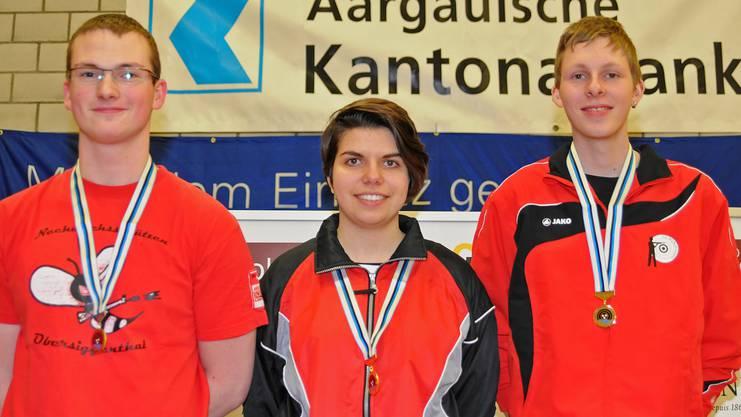 Die überragende Juniorensiegerin Chiara Leone mit Ivan Füglister (links/2.) und Dominik Lörtscher (3.).