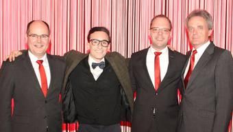 Gut gelauntes Quartett (v. l.): Frank Mackuth (Vorsitzender der Bankleitung), Marc Haller (GV-Moderator), Christian Hug (neuer Privatkundenberater) und Peter Dietschi (VR-Präsident).