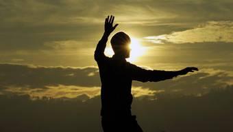 Meditation kann das Wohlbefinden nachweislich verbessern. Uneinig ist sich die Wissenschaft bei chronischen Schmerzen.