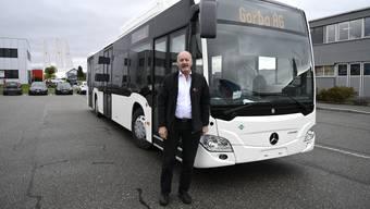 BGU-Chef Hans Rudolf Zumstein mit einem NGT-Testbus. (Archivbild)