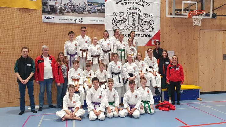Atleten des Karateclub Gipf-Oberfrick mit Coaches