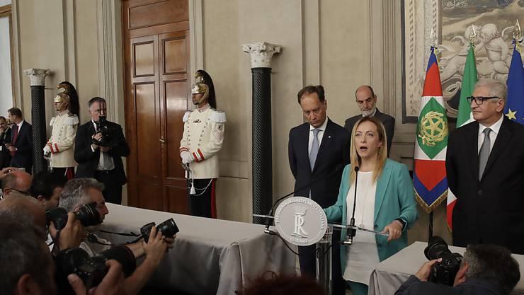 Die Vorsitzende der neo-faschistischen Fratelli d'Italia, Giorgia Meloni, fordert nach einem Treffen mit Präsident Sergio Mattarella Neuwahlen.