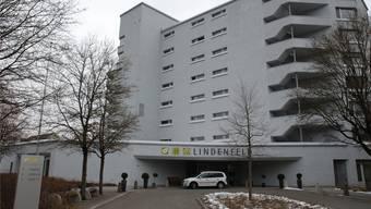 Das Pflegeheim Lindenfeld in Suhr, gleich neben dem Kantosspital Aarau.