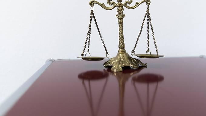 Eine 28-jährige Ungarin steht in Bern wegen vorsätzlicher Tötung vor Gericht.