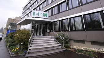 Der Widerstand gegen das von der EBM mit Sitz in Münchenstein geplante Fernwärme-Holzkraftwerk wächst. (Archiv)