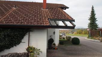 Die Baubehörde verlangte, dass rund anderthalb Quadratmeter eines Hauses nicht mit Ziegeln eingedeckt werden durfte.