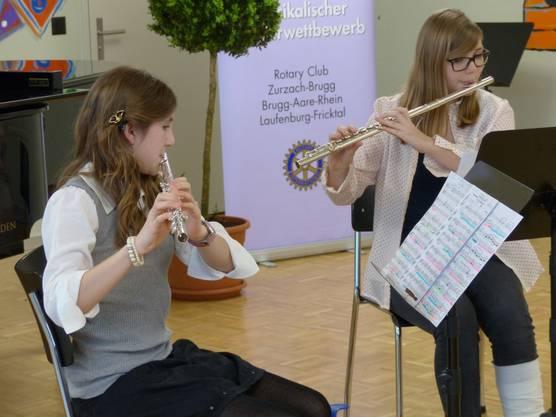 Criseyde Holman und Dominique Bühler von der Musikschule Frick