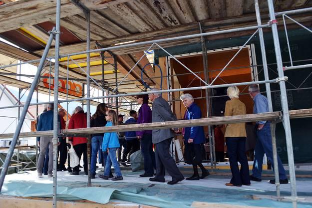 Bevölkerung auf Baustellenbesichtigungstour