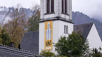 Die Kirchgemeinde wusste nicht, dass es für das Aufhängen des Transparents eine Bewilligung gebraucht hätte.
