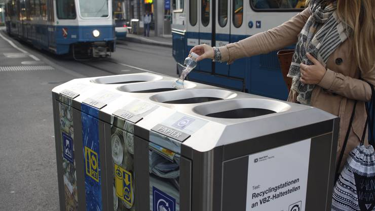 Die VBZ testen nun auch Recyclingstationen an ihren Haltestellen.