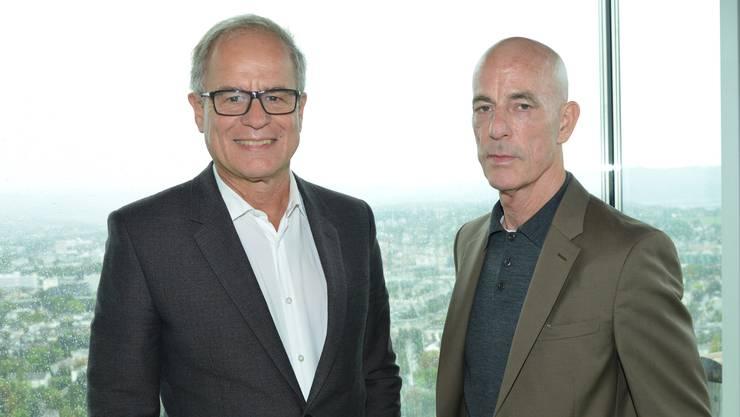 Jaques Herzog (rechts) und Pierre de Meuron (links) vor der Fensterfront im 38. Stock des «Bau 1».