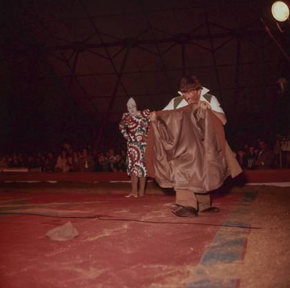 Pio ist der Cousin von Franz Nock, dessen Töchter den Circus Nock zuletzt führen. Die Bilder zeigen ihn Mitte der 1950er-Jahre im Circus Pilatus. Er ist mit der Tochter des Pilatus-Direktors verheiratet.