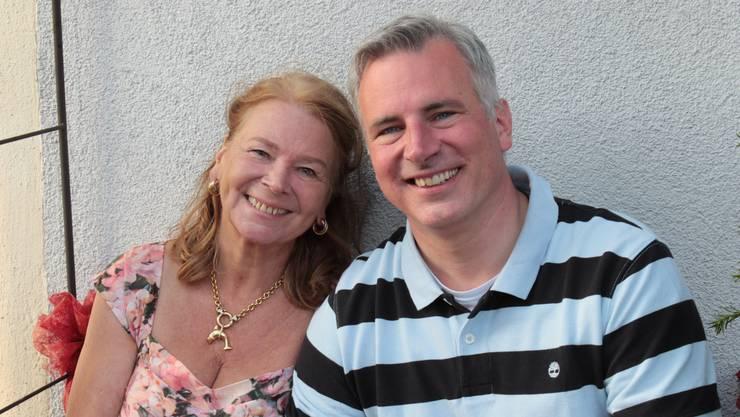 «Liebe Mammä, Deine positive und aktive Lebensart ist bewundernswert. Wie Du mit schwierigen Menschen und herausfordernden Situationen und verletzenden Ereignissen umgegangen bist, ist für mich inspirierend und beispielhaft. Dich als Mutter zu haben, ist für mich eine Segenserfahrung! Im Bild: Adrian Sutter mit seiner Mutter Rita-Maria