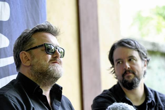 Die Bans Elbow spielt am Stimmenfestival auf dem Domplatz in Arlesheim. Im Interview Guy(Brille) und Craig Potter.
