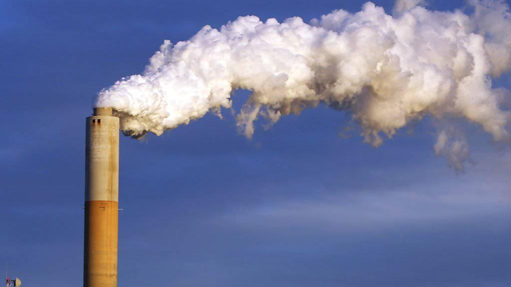 Die Wirtschaft wächst, doch der CO2-Ausstoss weltweit stagniert seit drei Jahren. (Symbolbild)