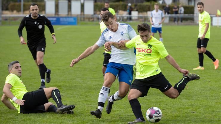 Niklas Urosevic (l.) erzielte in der 45. Minute das entscheidende Tor für Lommiswil.