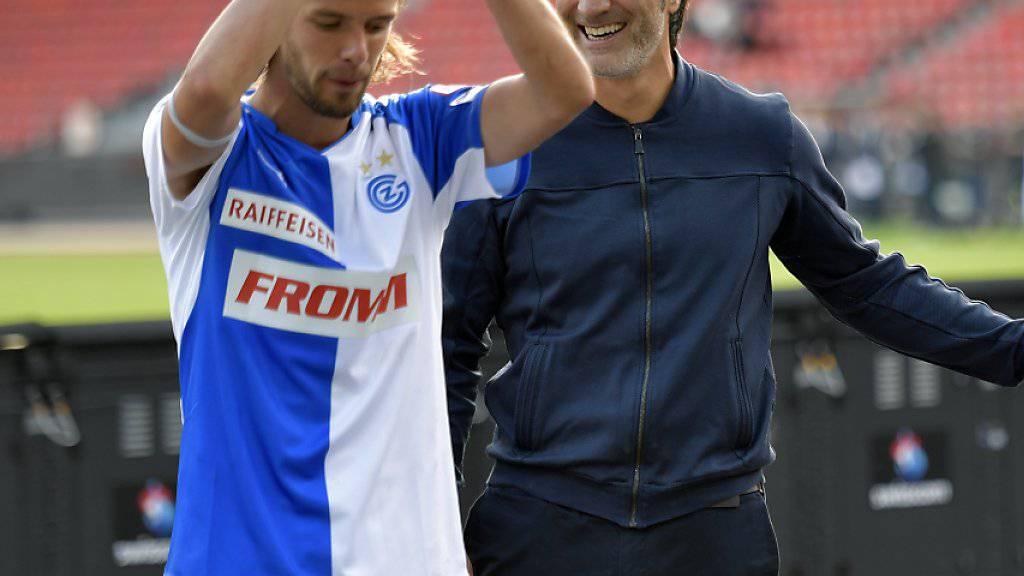 Ein Bild, an das sich der neue GC-Trainer Murat Yakin gewöhnen könnte: beim Abklatschen nach positiven Resultaten mit seinen Spielern
