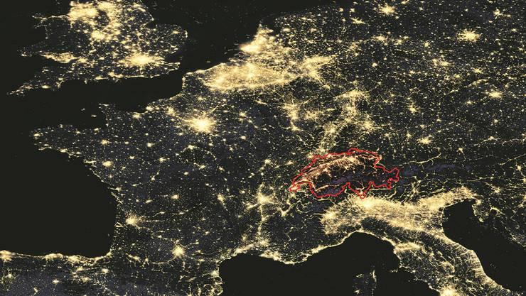 Halt doch keine Insel: die Schweiz in einer Satellitenaufnahme.Bild: ho/Illustration: Marco Tancredi