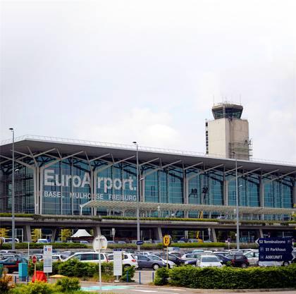 Der Bahnanschluss des Flughafens könnte 2020 in Betrieb gehen und bis zum Terminal führen. Keystone