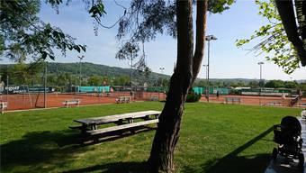 Auf der Anlage vom Tennisclub Schlieren wird auch eine Tribüne mit rund 200 Plätzen errichtet. ZVG