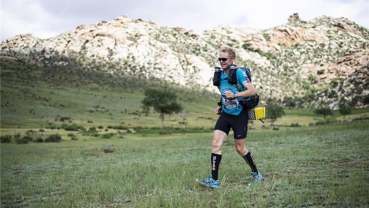 Von Erfolg gekrönt: Consuelo Senn beendete den Lauf durch die Wüste als Gesamtzweiter und Bester seiner Kategorie. Bilder: zvg