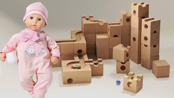 Das Cuboro-System wurde 1986 in der Schweiz entwickelt. Puppen sind bei Kindern seit Generationen beliebt.