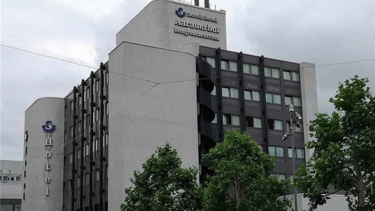 Dieses Gebäude wird nach nicht einmal 50 Jahren verschwinden: Der neuen «Aarauerhof» kann gemäss neuer BNO bis zu 33 Meter hoch werden, also zehn Meter höher.
