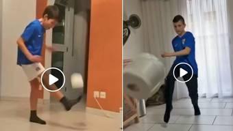 Die Koblenzer Junioren jonglieren mit WC-Papier.