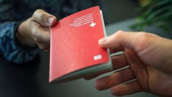 Der Bund entzieht einer Frau das Schweizer Bürgerrecht. (Symbolbild)