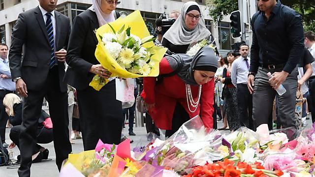 Blumen für die Opfer der Geiselnahme in Sydeney 2014