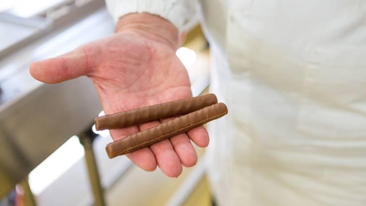 Die Biskuit-Röllchen mit Gianduja-Füllung und Schokoladenglasur werden vor allem zur Weihnachtszeit gegessen.