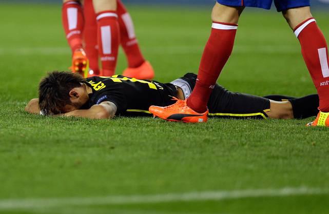 Barcelonas Neymar ist am Boden zerstört.