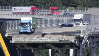 Der berühmt gewordene grüne Lastwagen, der unmittelbar vor dem Einsturz der Brücke bremsen konnte.
