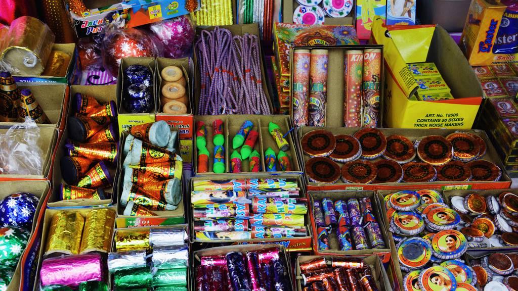 Erwachsener will mit Jugendlichen Feuerwerk klauen