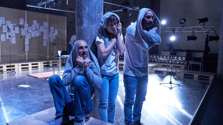"""Das Entsetzen steigert sich: Das Theater St. Gallen zeigt im Schauspielprojekt """"Verminte Seelen"""" anhand von exemplarischen Schicksalen auf, wie in der Schweiz an Tausenden von administrativ Versorgten ein historisches Unrecht geschah."""