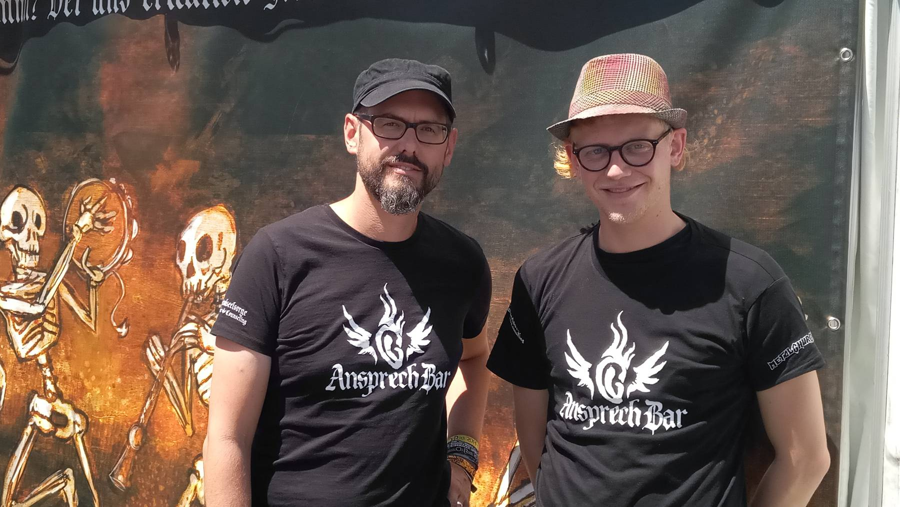 Pfarrer Samuel Hug und sein Teamkollege Sebastian Rüthy sind selbst Heavy-Metal-Fans.