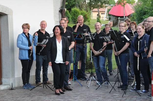 Zum Abschied spielt die Musikgesellschaft Messen