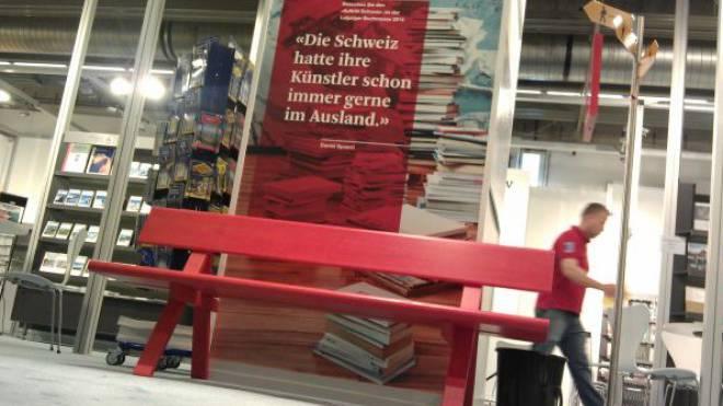 Die Schweiz an der Leipziger Buchmesse – mit roter Bank. Foto: Auftritt Schweiz
