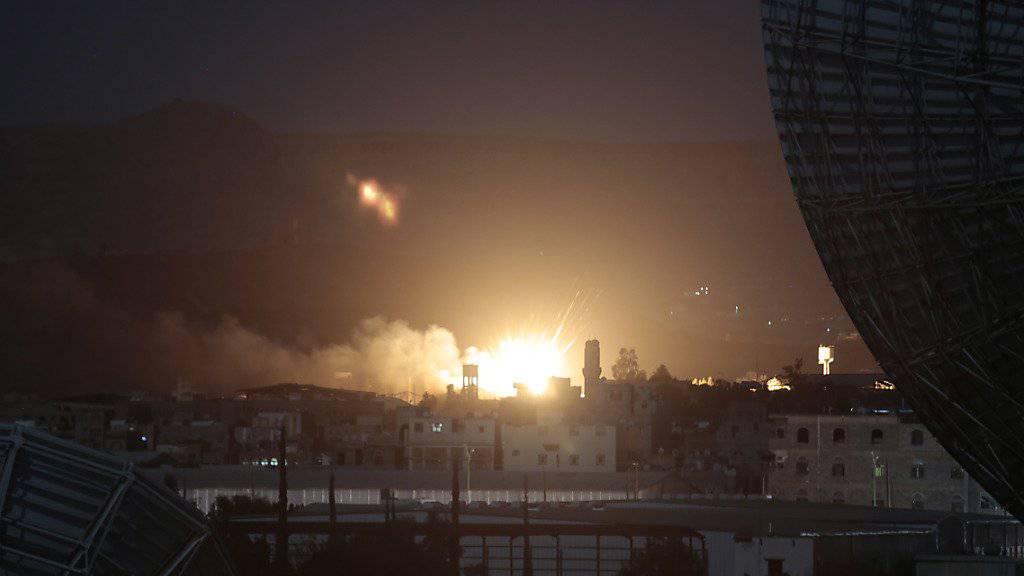 Explosionen in der Nacht: Syrische Medien melden Vorfall an Militärflughafen von Damaskus (Symbolbild)
