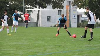 Aarauer Kanti-Damen siegen bei Fussball-Schweizermeisterschaften in Baden.