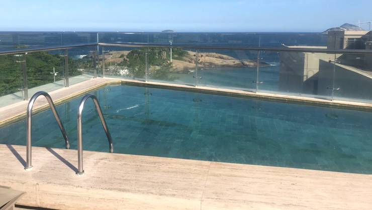 Der Roof-Top Pool im Hotel Arena Ipanema