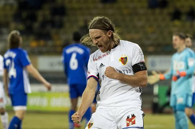 Michael Lang (Basel) jubelt nach seinem Tor zum 0:1.