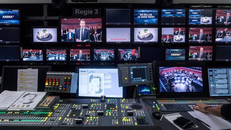 SRF erreicht 2019 im Jahresschnitt 31,5 Prozent Marktanteile. – Blick in einen Regieraum im TV-Studio in Leutschenbach.