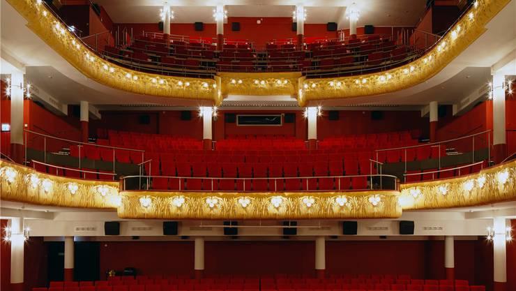 Der älteste und grösste Theatersaal Basels, der historische Saal 1 des Pathé Küchlin, aufgenommen von Filmbuch-Photograph Oliver Lang.